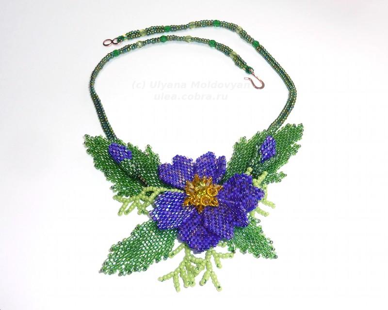 "Колье  ""Синий цветок "" из бисера."