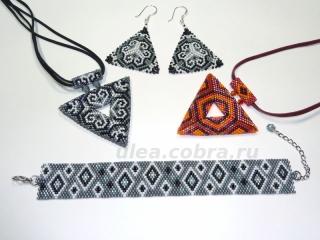Кулоны-треугольники, серьги и браслет