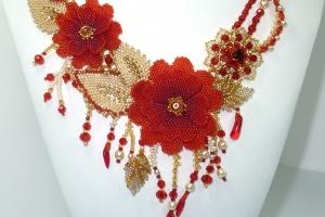 Колье из бисера на заказ 'Пламенные цветы'