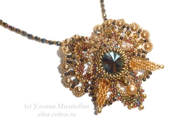 Кулон из бисера Тень золотой орхидеи